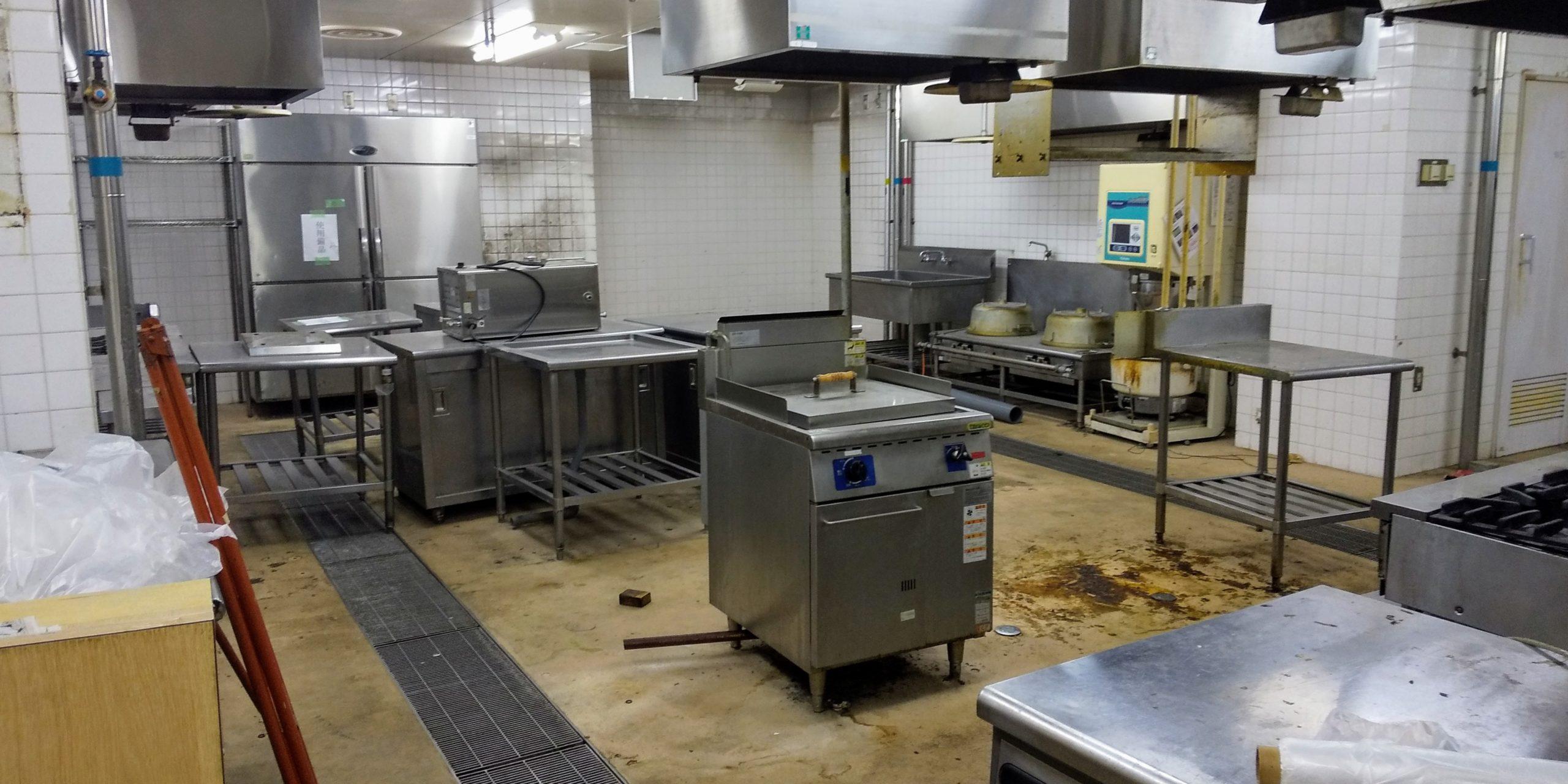 厨房内機材撤去前